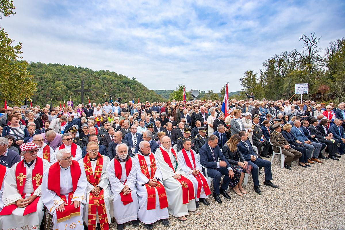 Blagoslovljena spomen-crkva u Zrinu