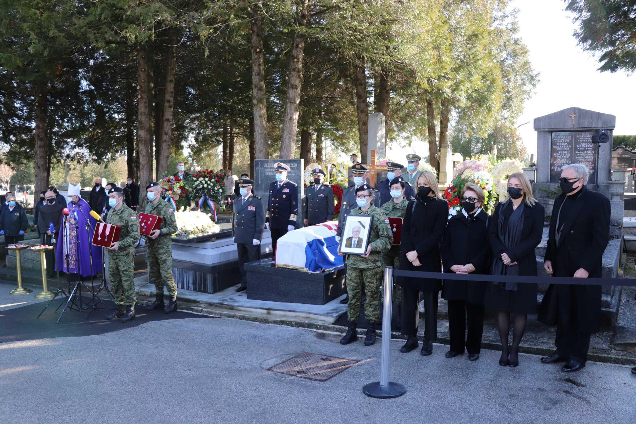 Uz najviše počasti sahranjen Miroslav Tuđman